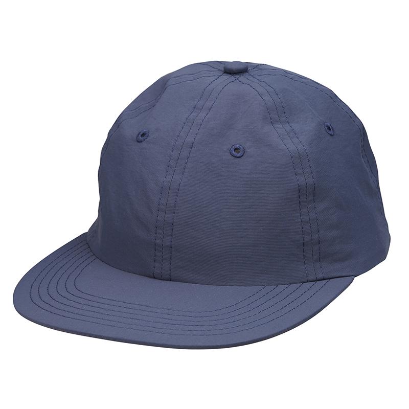 紺色のベースボールキャップ
