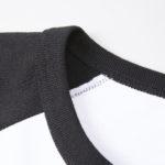 5.6オンスラグランTシャツの襟元の画像