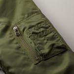 タイプMA-1の中綿入ジャケット(OD)の腕ポケットの画像