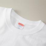 5.6オンスロングスリーブTシャツ(ホワイト)の襟元
