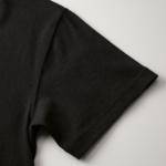 6.0オンス生地のオープンエンドヘヴィーウェイトTシャツの袖部分付け根の画像(ブラック)
