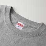 5.6オンスのハイクオリティーポケット付Tシャツ(ミックスグレー)の首元