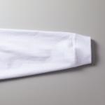5.6オンス生地のビッグシルエットロングスリーブTシャツ(ホワイト)の袖画像